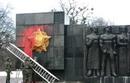 Во Львове националисты облили краской воинов Советской армии