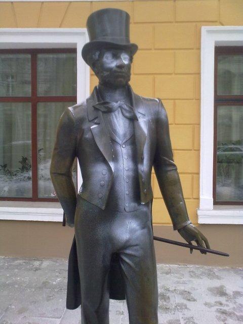 Видео, фото: Националисты измазали памятник Пушкину в Одессе