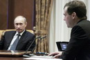 Медведев и Владимир Путин в очередной раз публично столкнулись лбами