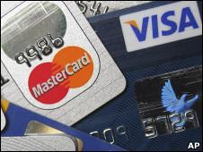 Пластиковые карты Mastercard и Visa