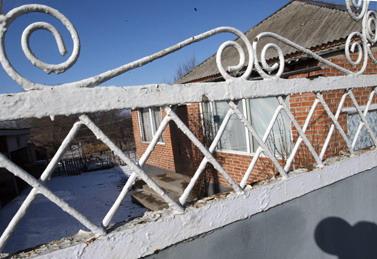 Дом Евлоевых сейчас пуст. Семья террориста переехала к родственникам.