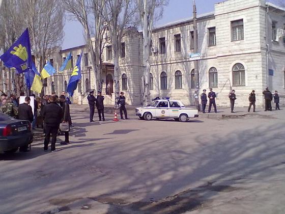 Начался суд над тризубовцами, изуродовавшими памятник Сталину