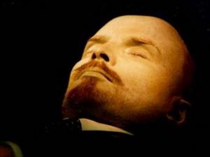 Проходит интернет-голосование по вопросу о выносе тела В.И.Ленина из Мавзолея