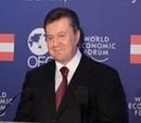 Янукович и раздевающиеся женщины. Президента обвиняют в сексизме