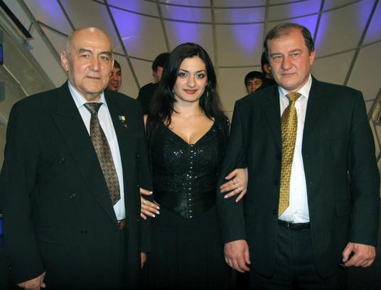 КРЫМ. Янукович вернул власть внуку нацистского карателя